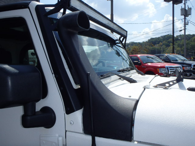 2009 JEEP WRANGLER WHITE
