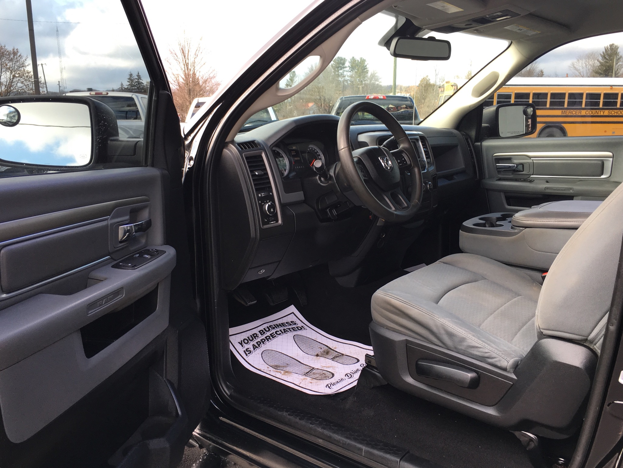 2013 RAM 1500 REG. CAB BLACK